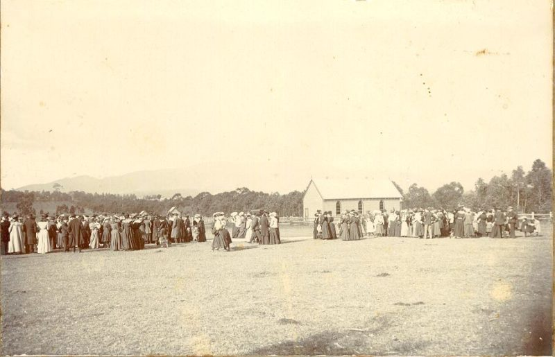 1907: church opening